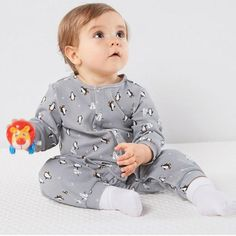 * Penguin pattern<br /> * Cozy and warm<br /> * Material: 94% Cotton, 6% Others<br /> * Machine wash, tumble dry<br /> * Imported