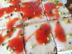 Strawberry slices, a summery strawberry cake - Keto Recipes Strawberry Slice, Strawberry Desserts, Strawberry Summer, Keto Recipes, Cake Recipes, Dessert Recipes, Oreo Dessert, Cake Blog, Ketogenic Diet Plan