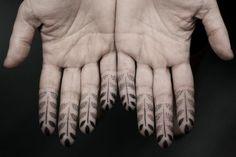 Kenji Alucky #finger_tattoo #hand_tattoo