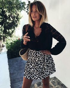 Perfect black and white outfit by Caroline Receveur. Perfect black and white outfit by Caroline Receveur. Caroline Receveur Hair, Hair Inspo, Hair Inspiration, Mode Lookbook, Corte Y Color, Printed Skirts, Ombre Hair, Look Fashion, New Hair