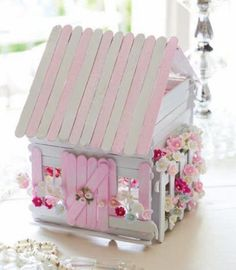 Gardening Diy Popsicle Stick Fairy House - These Popsicle Stick Fairy Doors are beyond gorgeous and they are so easy to make. Be sure to watch the video tutorial too. Popsicle Stick Houses, Popsicle Crafts, Craft Stick Crafts, Popsicle House, Pop Cycle Stick Crafts, Craft Sticks, Popsicle Stick Birdhouse, Pop Stick Craft, Stick Art