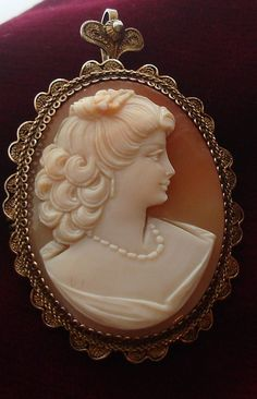 Vintage Italian crafted Hand carved Shell cameo brooch Pin Pendant Heart shaped bail