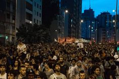 """Secundaristas de SP em protesto pela revogação da reorganização (Fonte: Fanpage """"O Mal Educado"""""""