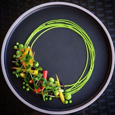 Peas carrots baby heirloom carrots pea hummus california morels micro chinese cedar by karloevaristo Tag your best plating pictures with to get featured Food Design, Baby Food Recipes, Gourmet Recipes, Food Plating Techniques, Plate Presentation, Food Garnishes, Garnishing, Food Decoration, Culinary Arts