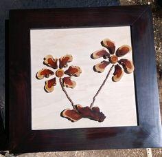 """cuadro decorativo con aplicaciones de """"palo de brasil"""", montadas en triplay de maple con marco de pino entintado al chocolate."""