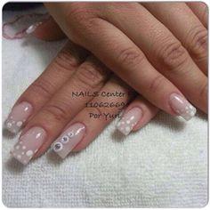 Punta natural con acrílico de make up rosa y lunares con pintura acrílica blanca, donitas con acrílico y cristales Swarovsky.