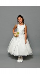 Still looking to purchase a #Communion Dress? Sweetie Pie Collection still has dresses in stock for last minute buyers like this dress, style 492! #CommunionDresses #SweetiePie #SweetiePieCollection