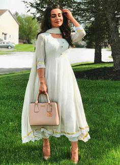 #pintrest@Dixna deol Indian Look, Indian Ethnic Wear, Ethnic Outfits, Indian Outfits, Indian Attire, Indian Suits Punjabi, Kurti Designs Party Wear, Desi Clothes, Anarkali Dress