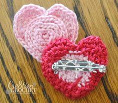 valentines day flower in a heart pin/brooch. free crochet pattern.