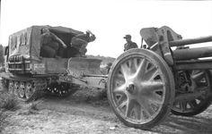 https://flic.kr/p/qwBFC4   1943, Albanie, Un Raupenschlepper Ost (RSO) avec un canon attelé LeFH18 2/2