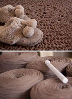 Rug pattern XXL using Trapillo/T-shirt yarn Crochet Carpet, Crochet Yarn, Cotton Cord, Hippie Crochet, Crochet T Shirts, Rug Inspiration, Crochet Kitchen, Idee Diy, Diy Carpet