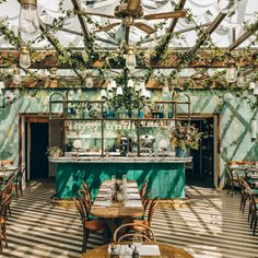for sun in . Via ・・・ The verdant rooftop garden lounge at Pink Mamma is one example of the go-big-or-go-home…Hoping for sun in . Via ・・・ The verdant rooftop garden lounge at Pink Mamma is one example of the go-big-or-go-home… Restaurant Vintage, Restaurant Patio, Italian Restaurant Decor, Outdoor Restaurant Design, Restaurant Restaurant, Industrial Restaurant, Modern Restaurant, Decoration Restaurant, Restaurant Interior Design