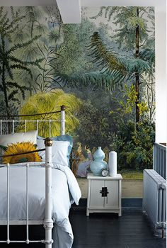 Exotic wallpaper / bedroom