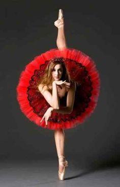 Estetik ve sanatın bir araya geldiği dans, fotoğraf sanatı için de çok ilgi çekici bir alan. Bazen bir ifade şekli olabilen dans bazen de bir tedavi şekli olabiliyor. Ortaya çıkan figürler ise dans…