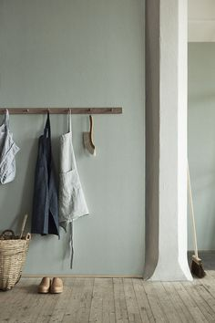 Natural Wonders: Linen Wallpaper from Boråstapeter (Remodelista: Sourcebook for the Considered Home) Interior Styling, Interior Inspiration, Modern Traditional, Interior, Home Decor, Colorful Interiors, House Interior, Linen Wallpaper, Home Deco