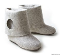 Felt boots Aki Choklat for Lahtiset The 'Aki Choklat for Lahtiset' collection represents the ultimate design. The design collection daringly connects Finnish traditions with modernity. Felt Boots, Felted Slippers, Must Have Items, Needle Felting, Ugg Boots, Uggs, Footwear, Fabric, Shoes