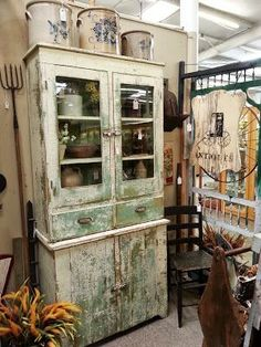 primitive booth display