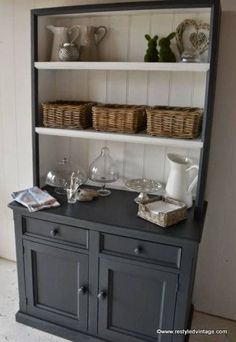 For kitchen dresser? Restyled Vintage: How to get a Great Waxed Finish on Graphite Annie Sloan Chalk Painted Furniture Refurbished Furniture, Repurposed Furniture, Furniture Makeover, Vintage Furniture, Vintage Decor, Refurbished Hutch, Upcycled Furniture Before And After, Funky Furniture, French Furniture