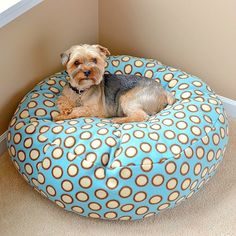 Fleece dog (or cat) bed tutorial (with sewing pattern) / Pihe-puha kutyaágy - macskaágy (szabásmintával ) / Mindy - creative craft ideas Diy Dog Bed, Diy Bed, Homemade Dog Bed, Animal Projects, Pet Beds, Poufs, Diy Stuffed Animals, Four Legged, Chihuahua