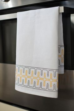 Making a simple waffle fabric towel – House of Harlow Swedish Embroidery, Hand Embroidery, Swedish Weaving, Bargello, Darning, Needle And Thread, Needlepoint, Waffles, Needlework
