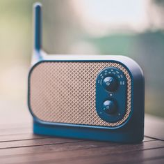 Mezzo Radio by Ionna Vautrin The retro-styled radio/speaker features a durable silicon rubber case that comes in four different colors. Clever Gadgets, Gadgets And Gizmos, Light Blue Aesthetic, Retro Radios, Speaker Design, Travel Gadgets, Home Cinemas, Retro Design, Travel