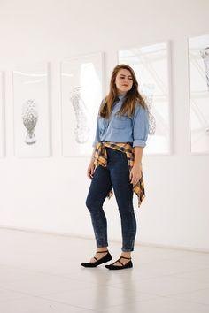 Look All Jeans com flanela xadrez amarrada na cintura!