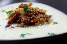 Blumenkohlsuppe mit Gorgonzola und Birnen-Chutney