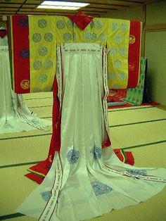 "replication of ""kurenai momiji"" kasane no irome kimono worn by Tamakazura in Tale of Genji.  by museum of kyoto in 2001.  http://www.bunpaku.or.jp/info_english.html"