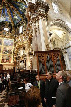 En la exposición por el X aniversario del descubrimiento de las pinturas de los ángeles músicos en la Catedral de Valencia