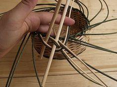 Obrazek Paper Basket Weaving, Macrame, Tableware, How To Make, Handmade, Matisse, Hampers, Wicker, Cornrows