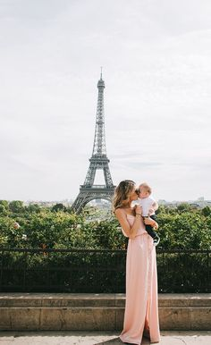 travel around with the whole family. What about baby wearing in Paris?