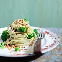 Vem descobrir como deixar aquela massinha-salvação do jantar de segunda mais nutritiva. São 5 ideias, muito além da combinação tomate e manjericão. #BlogPitadas