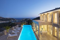 Pure luxury, infinity pool and sea views in Mallorca. Mallorca at sunset with views over Puerto de Andratx. Luxury real estate.
