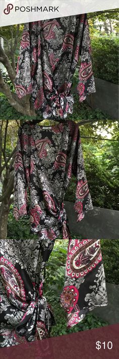 Cato Woman Paisley Black Wrap Robe Side Tie 18/20W Cato Woman black paisley print short robe is size 18/20W. Robe has wide that are slit. Tie wraps around you and ties on the left side. Comfortable loose robe was made in the USA of 100% polyester. Cato Intimates & Sleepwear Robes
