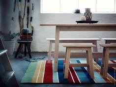 Inspirationen till slätvävda mattan RAVNSÖ fick designern Synnöve Mork på Nordiska Museet i Stockholm. Hennes mål var att skapa en traditionell matta med modern twist, i det här fallet med influenser från folkloristisk textil med ränder.