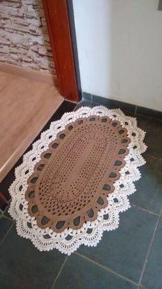 O grafico deste tapete Crochet Doily Rug, Tapestry Crochet, Diy Crochet, Crochet Tools, Crochet Projects, Crochet Designs, Beginner Crochet Tutorial, Creations, Placemat