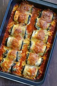 Eggplant Rollatini Skinny Eggplant Rollatini are so insanely delicious they would turn any eggplant hater into an unconditional lover.Skinny Eggplant Rollatini are so insanely delicious they would turn any eggplant hater into an unconditional lover. Low Carb Recipes, Cooking Recipes, Healthy Recipes, Fall Recipes, Skinny Recipes, Dinner Recipes, Healthy Meals, Vegetarian Recipes, Easter Recipes
