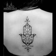 Fantásticas mandalas e desenhos sagrados em pontilhismo por Caco Menegaz Cool Back Tattoos, Small Hand Tattoos, Back Tattoo Women, Arm Tattoos For Women, Hamsa Hand Tattoo, Mandala Tattoo, Mandalas Painting, Mandalas Drawing, Tatuagem Hasma