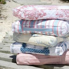 Make a box carry cushion. See how to make these square floor cushions with carrying handles, meaning you can be comfortable everywhere you go, from garden to picnic to beach!