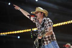 Jason Aldean rockin' this year's CMA Music Fest!