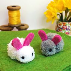 The best thing about these Pom Pom Crafts for Kids is that they are also incredibly easy to make. Now, if you love crafts and pom poms equally, then you Easter Arts And Crafts, Creative Arts And Crafts, Spring Crafts, Diy And Crafts, Crafts For Kids, Yarn Crafts Kids, Yarn Animals, Pom Pom Animals, Pipe Cleaner Crafts