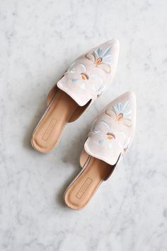 Must-have spring shoes - Brooklyn Embroidered Mules #springfashion #shoelover #fashionistas #springstyle