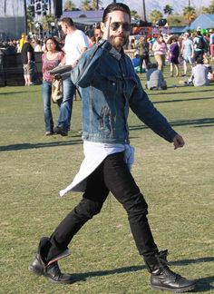 Jared Leto denim jacket sunglasses black jeans boots leather streetstyle  festival style rock Mustat Farkut 31c225799f