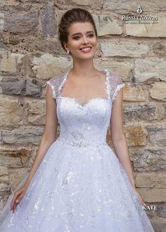 KATE: Romantismo e graciosidade são as principais características do modelo Kate. Para saber mais, acesse: www.russianoivas.com #vestidodenoiva #vestidosdenoiva #weddingdress #weddingdresses #brides #bride