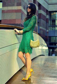 Elegante e divertida ao mesmo tempo. É só apostar em cores bem vibrantes em roupas mais formais.