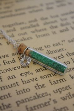 Hey, I found this really awesome Etsy listing at http://www.etsy.com/ru/listing/52817370/forest-magic-vial-necklace-celtic-spiral