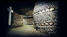 Katakomben : Das Beinhaus ist die bekannteste und beeindruckenste Grabkammer der Pariser Katakomben.
