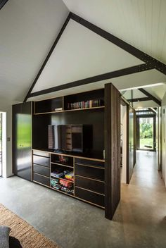 CAAHT Studio Architects created a retreat consisting of two gable cabins in Matarangi, a town on the Coromandel Peninsula of New Zealand. Cedar Cladding, Living In New Zealand, Mountain Decor, Steel House, Indoor Outdoor Living, Cabin Homes, Kit Homes, Coastal Homes, Modern House Design