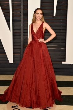 OSCARS Suki Waterhouse in Burberry