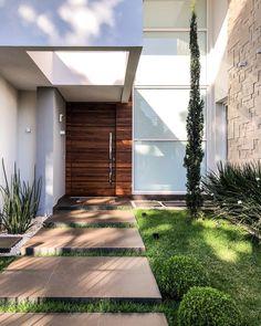 THAIS GREI Home Team, My Dream Home, Garage Doors, Sweet Home, Sidewalk, Deck, House Design, Outdoor Decor, Nature